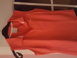 Červené tričko bez rukávu s limeckem